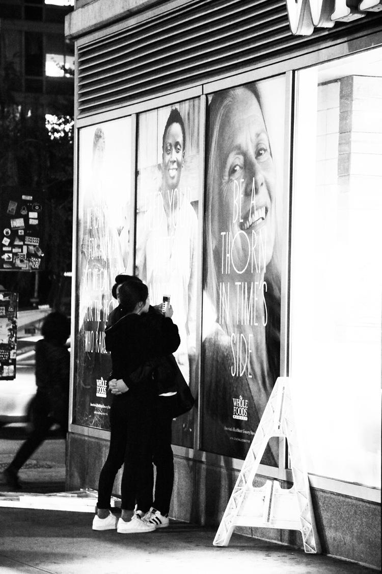 (21) 抱かれても、クールにスマホ? 永瀬正敏が撮ったニューヨーク