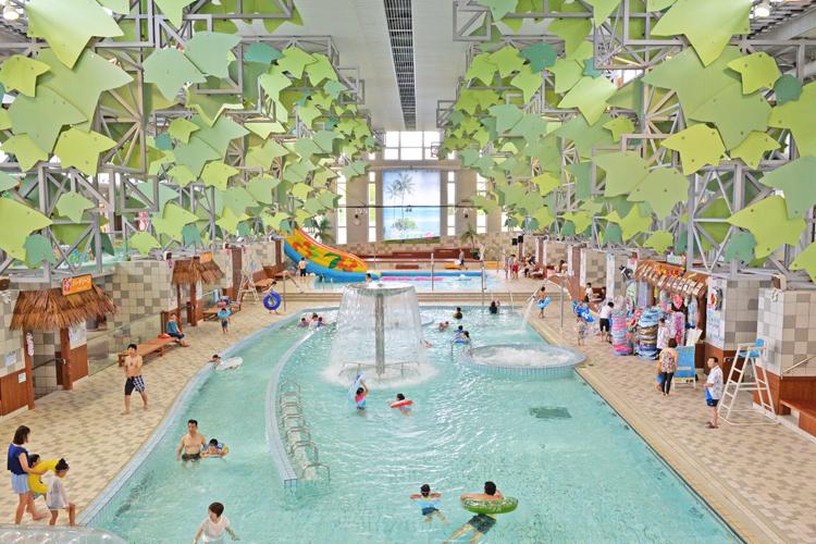 日光なのにハワイアン! 大江戸温泉物語の大型屋内温水プール