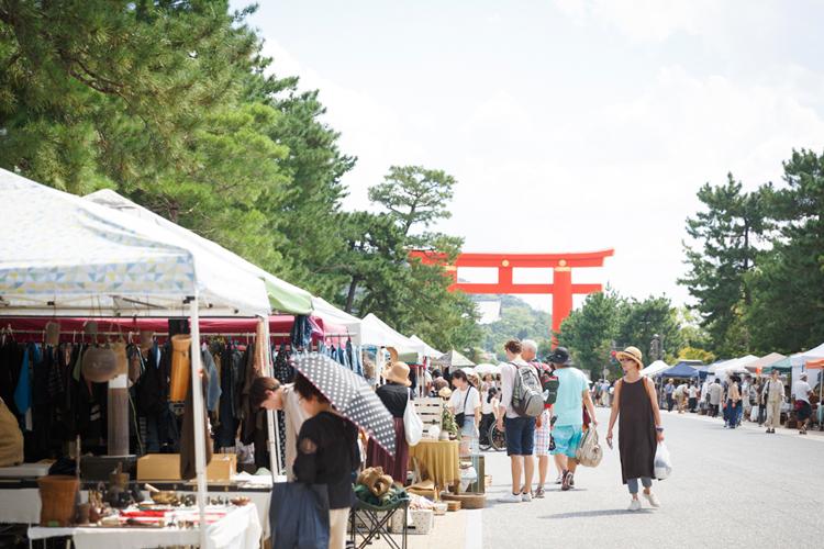 京都の新しいマーケット「平安蚤の市」が自由で多様でおもしろい