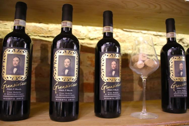 イタリア高級ワインの里で「樽転がし競技」、人々の情熱に触れる