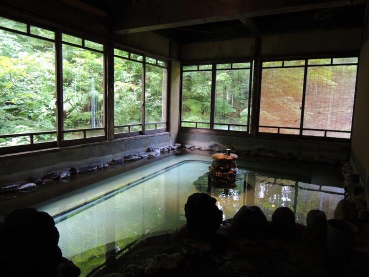 温泉+湯治 夏の疲れに栃尾又温泉「自在館」、朝食は絶品「ラジウム納豆」