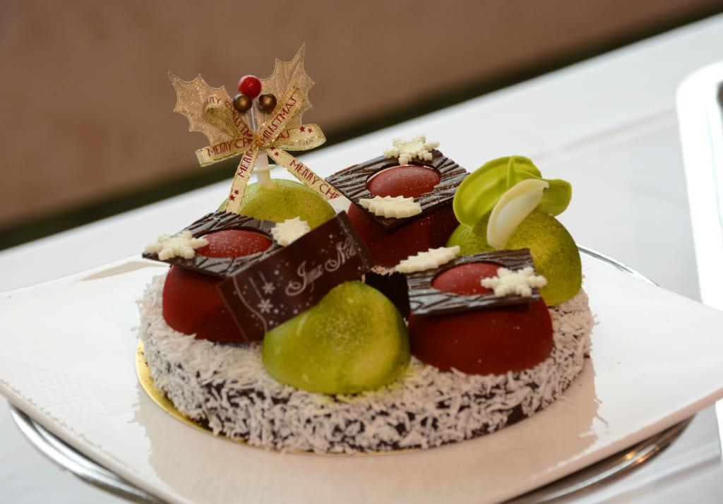 ホテルのパティシエがクリスマスケーキで腕比べ、入賞作を販売