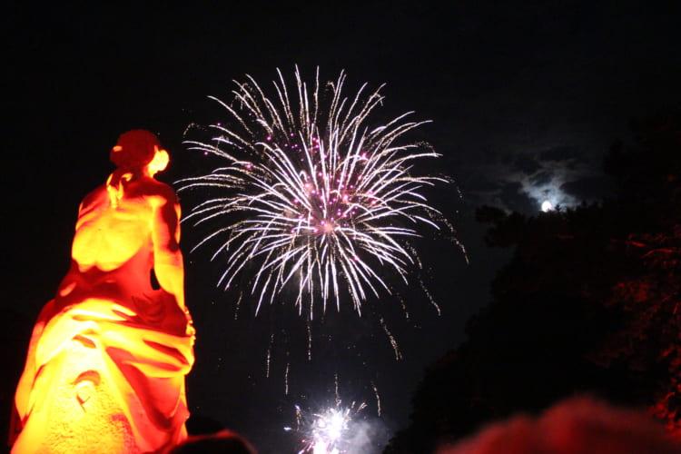 ピンクの城の「光の祭典」と穴場アートレストラン デュッセルドルフ