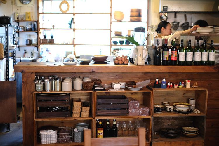 モデル・はな、食べる、見る、食べる、食べる……の福岡・博多の旅へ!
