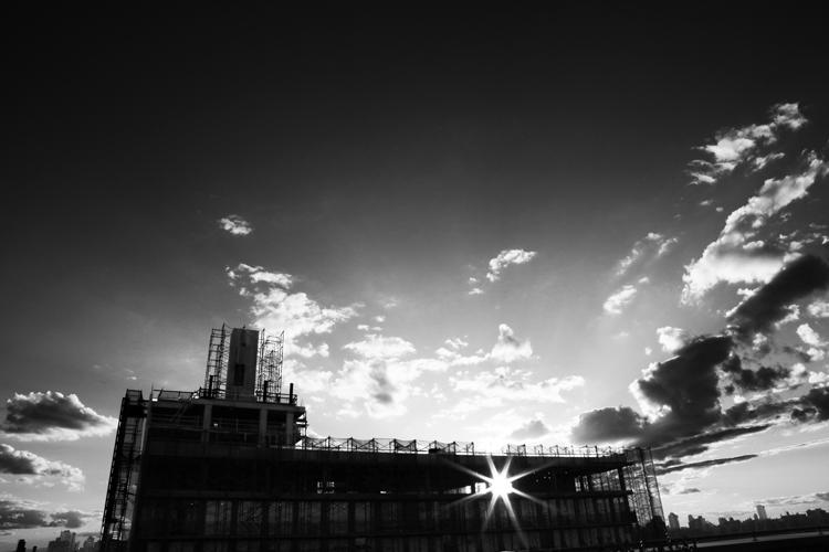 (32)夕日をつかまえたビル 永瀬正敏が撮ったニューヨーク