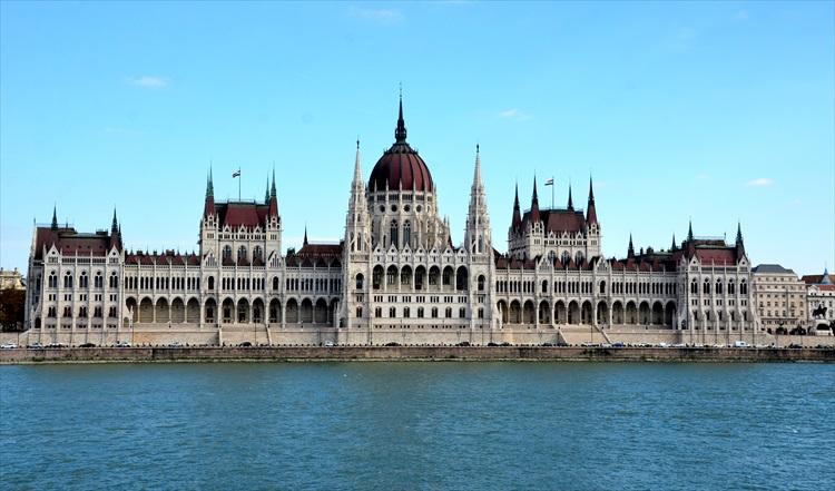 ドナウ両岸に広がる絶景 ハンガリーを巡る旅(1) ブダペスト