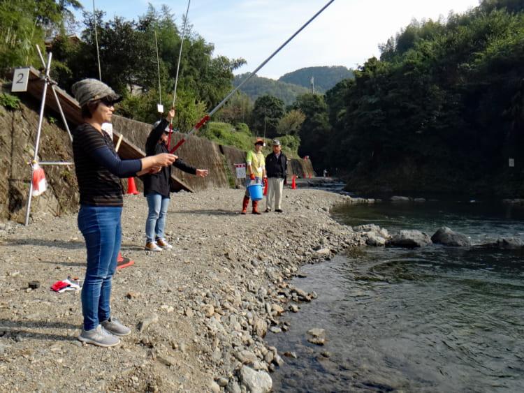 渓流の放流釣り場でニジマスとアマゴ釣り 大阪府島本町の水無瀬川
