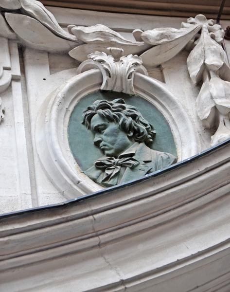 葬儀に2万人が参列! ベートーヴェン生誕250年を前にウィーンゆかりの地をめぐる(2)