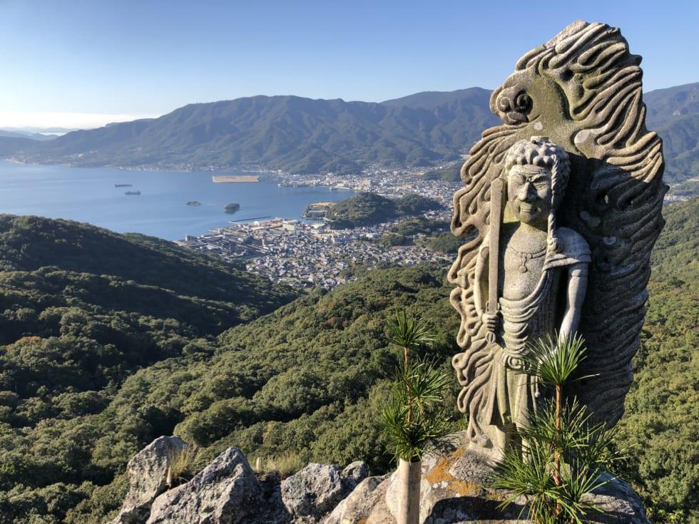 絶景を堪能し、護摩祈梼の神秘に触れる 香川・小豆島の「碁石山」   朝日新聞デジタル&TRAVEL(アンド・トラベル)