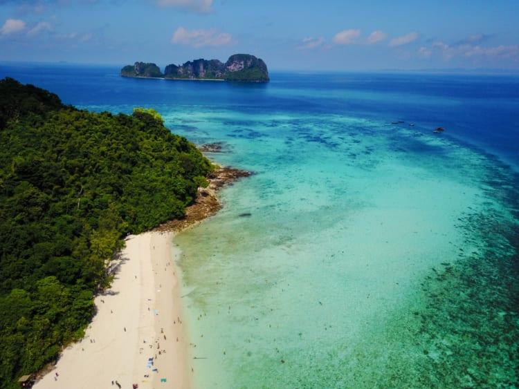 ディカプリオ映画のロケ地 高さ45メートルの大仏 プーケットとピーピー諸島