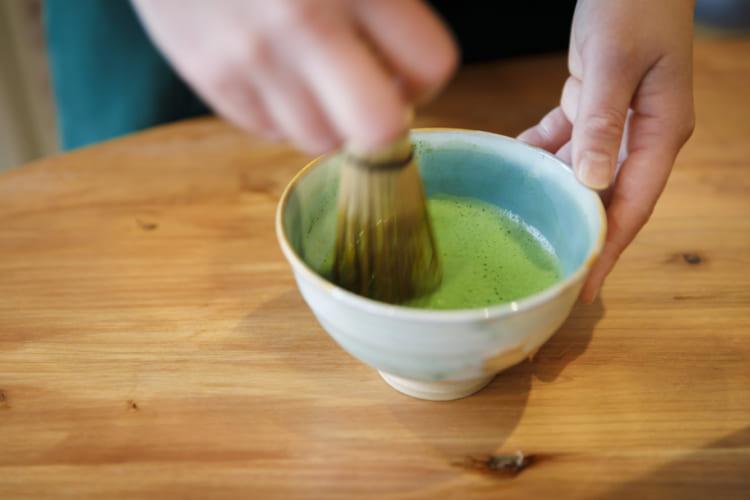 京都「茶房一倫」。抹茶は「宇治茶 祇園辻利」のものを使用。ドリンクはすべて茶釜の湯を使って入れてくれる