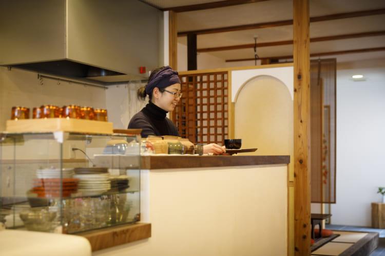 京都「茶房一倫」店主の藤田倫子さん。一倫のある地域は自身の地元でもあり、なじみのお客様も多い