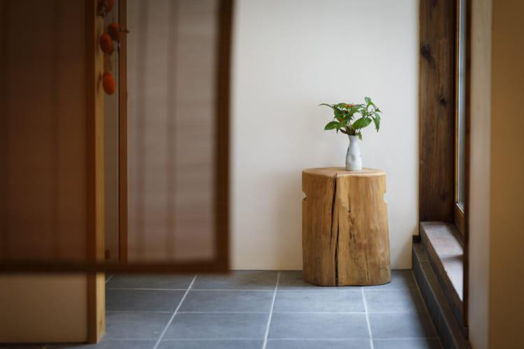 京都「茶房一倫」。店の奥は小さな坪庭から光が差し込む