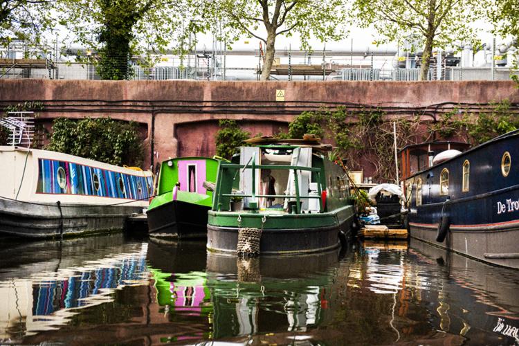 """ロンドンで見かけた""""ハウスボート""""の暮らし"""