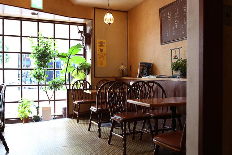 喫茶店の店内