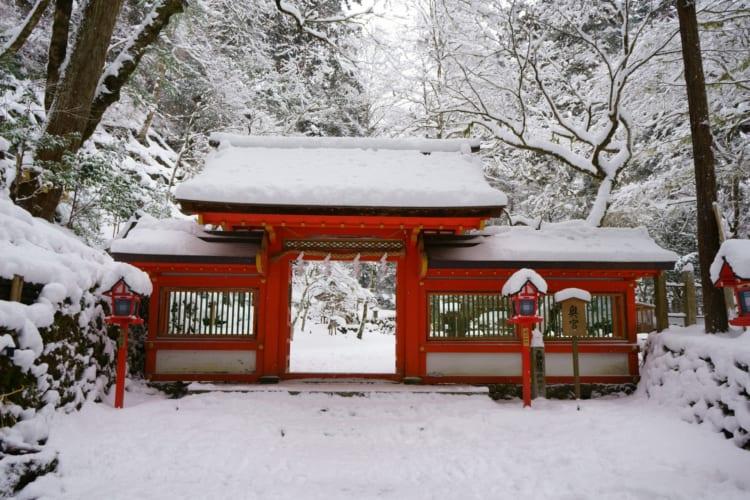 もしも雪が降ったら? 雪化粧の似合う京都「貴船神社」を訪ねてはいかがでしょう