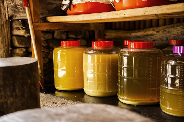 台湾タイヤル族のもてなしの飲み物 粟酒
