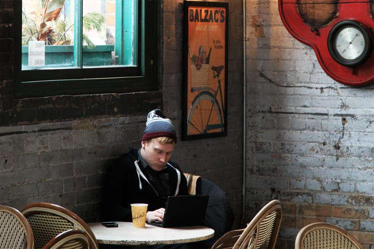 おいしいコーヒーとバタータルトで知られる「バルザックコーヒー」