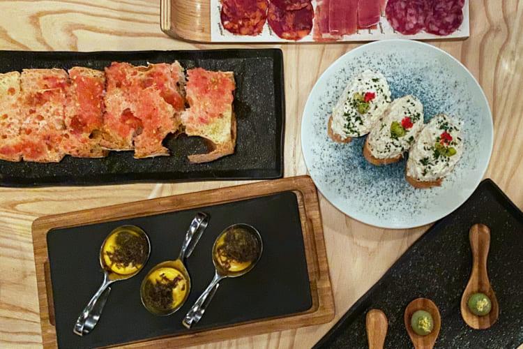 「マドリーナ・バル・イ・タパス」の料理