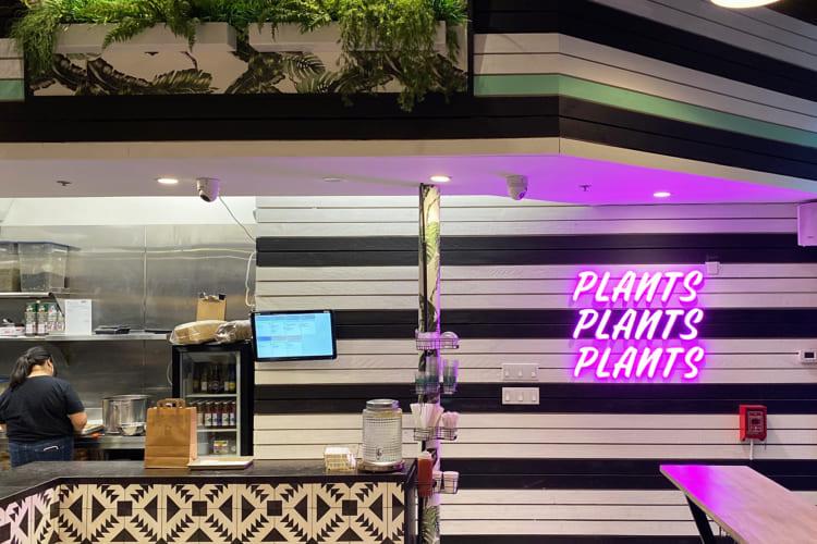 現地メディアで「トロントのベスト・ベジタリアン・レストラン」と紹介されたこともある「プランタ・バーガー」