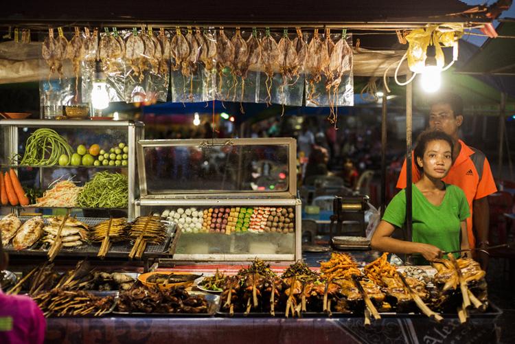 カンボジアの夜市で見つけた格安スルメ