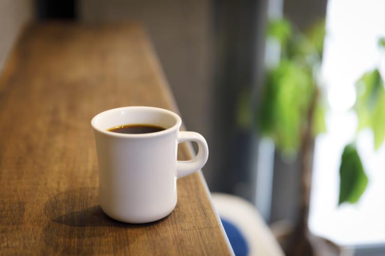 「ハンドドリップコーヒー」(450円・税込み)。東京のスペシャルティーコーヒーロースター「OBSCURA COFFEE ROASTERS(オブスキュラ・コーヒー・ロースターズ)」の豆が数種そろう。テイクアウトもあり