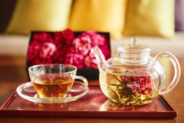 カーネーションの工芸茶。星のや軽井沢