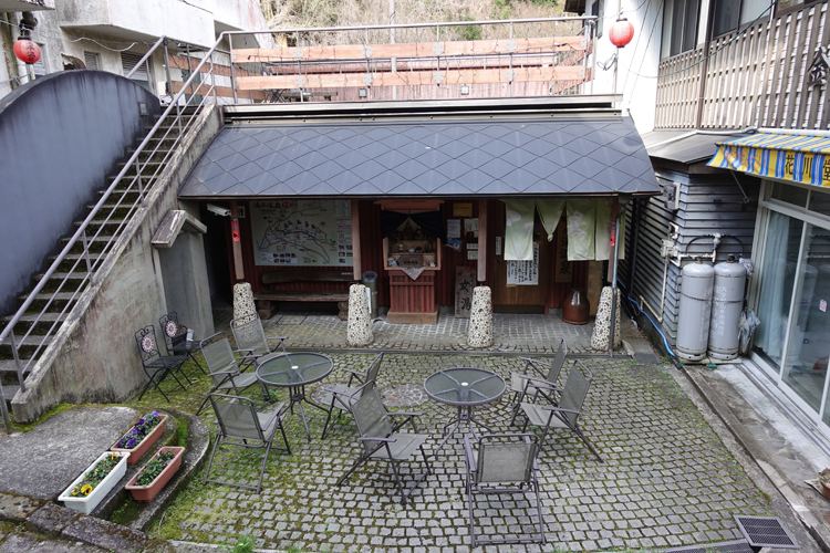 温泉+湯の街散歩 小宿に泊まって湯めぐり散歩 大分・湯平温泉「ゆのひら上柳屋」