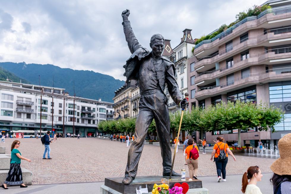 クイーンゆかりの地をめぐる 1等車と5つ星ホテルで巡るスイス1周鉄道旅(7) モントルー