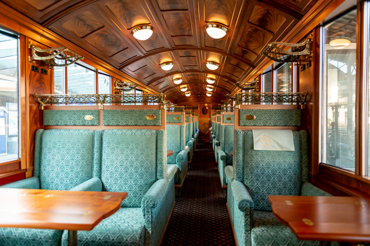 クラシカルな車両でゆったり 1等車と5つ星ホテルで巡るスイス1周鉄道旅(8) モントルー~インターラーケン