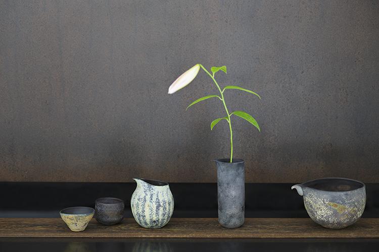 京都のガラス作家のグラスで、涼やかな夏のしつらえを