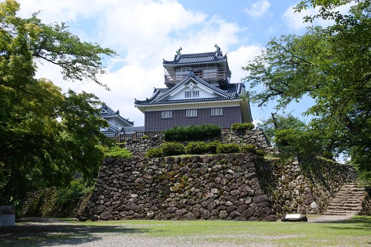 風情ある石垣と、街道沿いの城下町の眺めを堪能 越前大野城(2)