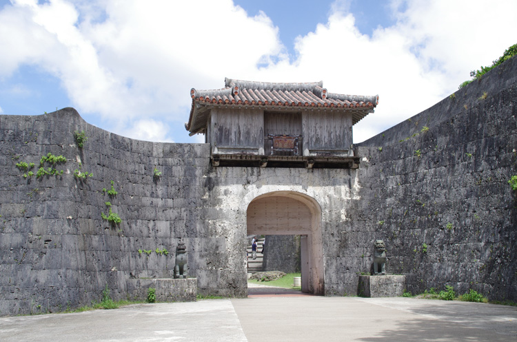 琉球王国の栄華をいまに伝えるグスク・首里城と、 三つの世界遺産めぐり