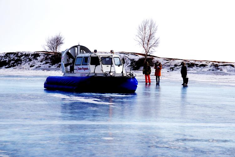 -27℃ ガラスのように凍ったバイカル湖を歩く ロシアの旅(1)