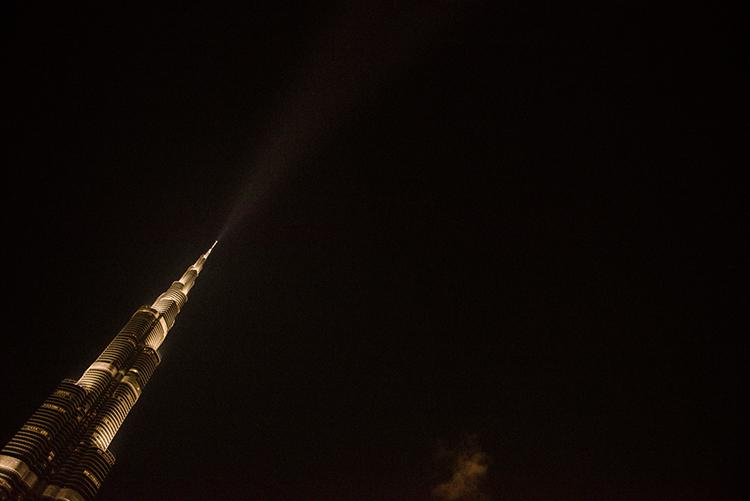世界一高い夜のビル ドバイのブルジュ・ハリファ