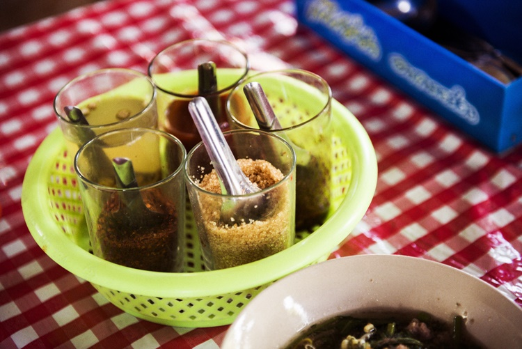 タイの食卓調味料 クルワンプルーン