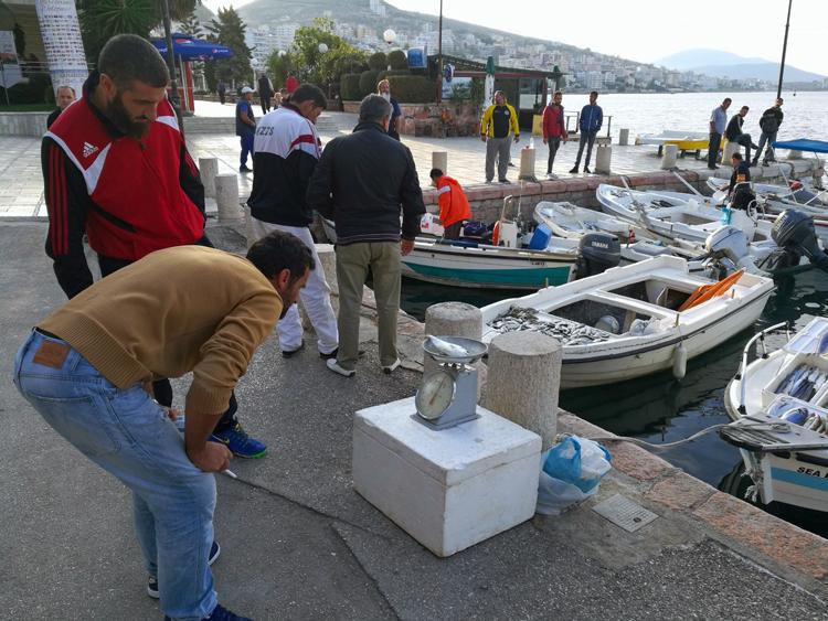 アクアブルーの海が美しい港町 欧州の「秘境」アルバニア紀行(2)サランダ