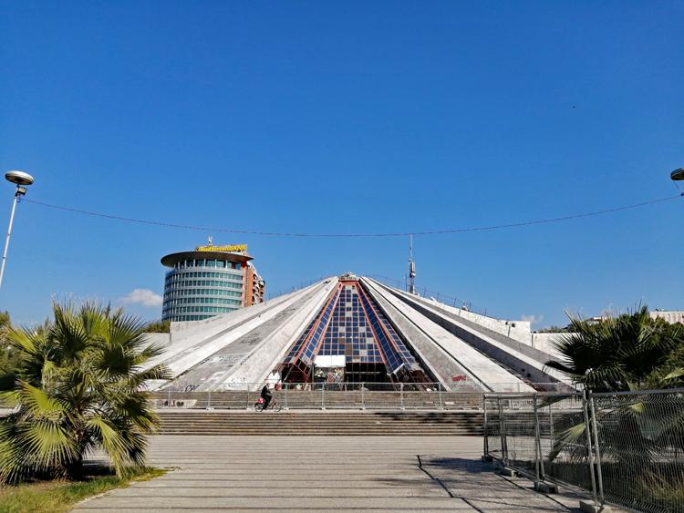 オススメ観光地は核シェルター?! 欧州の「秘境」アルバニア紀行(1)ティラナ
