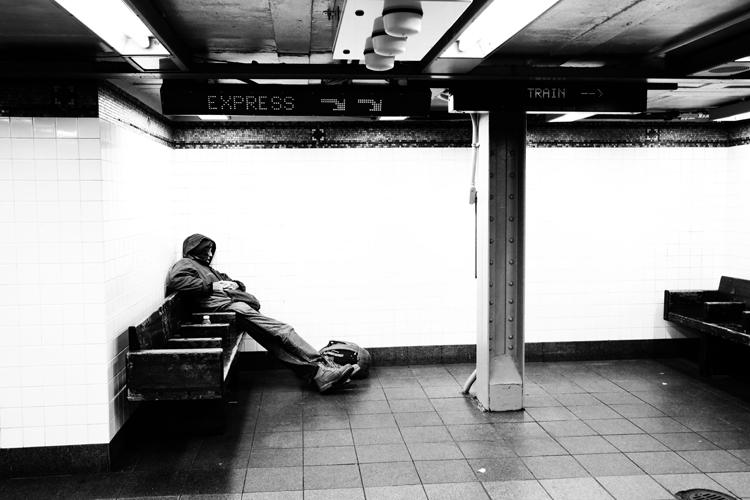 (55)大好きな街と、待合室でまどろむ人 永瀬正敏が撮ったニューヨーク