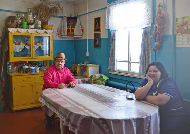 バイカル湖上を疾走 無形文化遺産の村タルバガタイへ ロシアの旅(3)