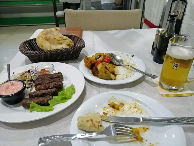 果たせなかった「あこがれの3点セット」 アルバニアの肉料理「チョフテ」
