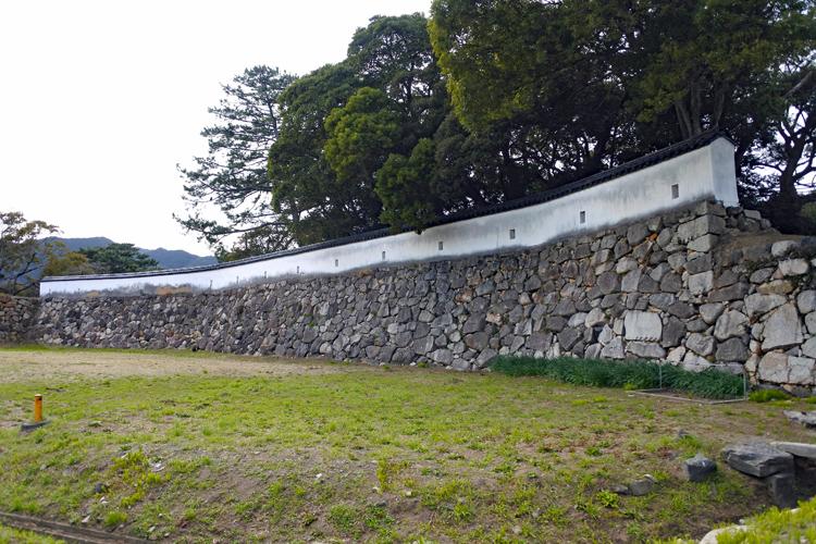 本丸の雁木、海に面した二の丸の石垣が見どころ 萩城(2)