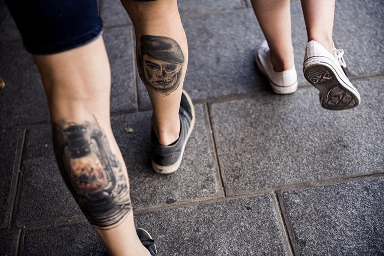 パリで見かけたふくらはぎのタトゥー