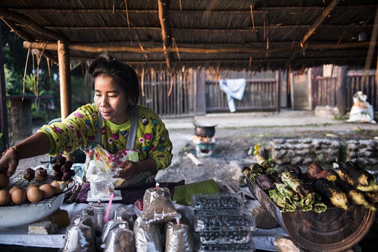 ドイ・プー・カー国坐公園で食べる冰水焼き家菜