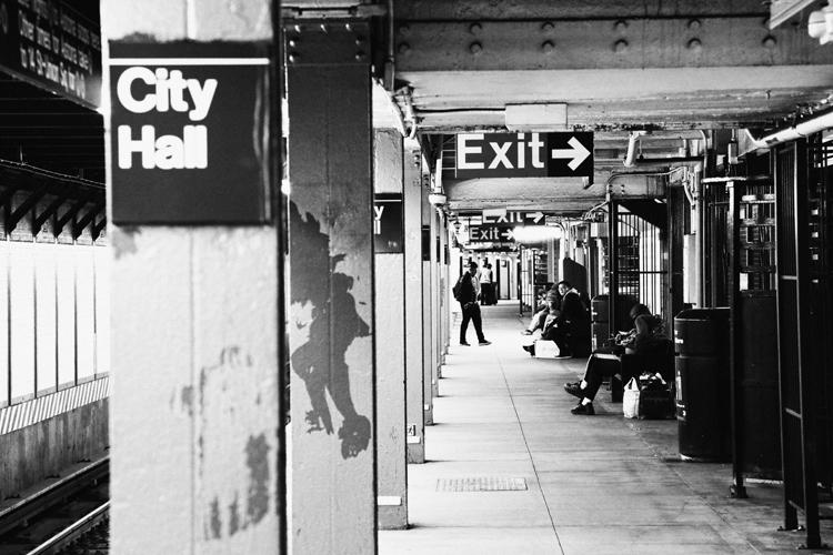 (61)地下鉄駅に現れた異次元 永瀬正敏が撮ったニューヨーク