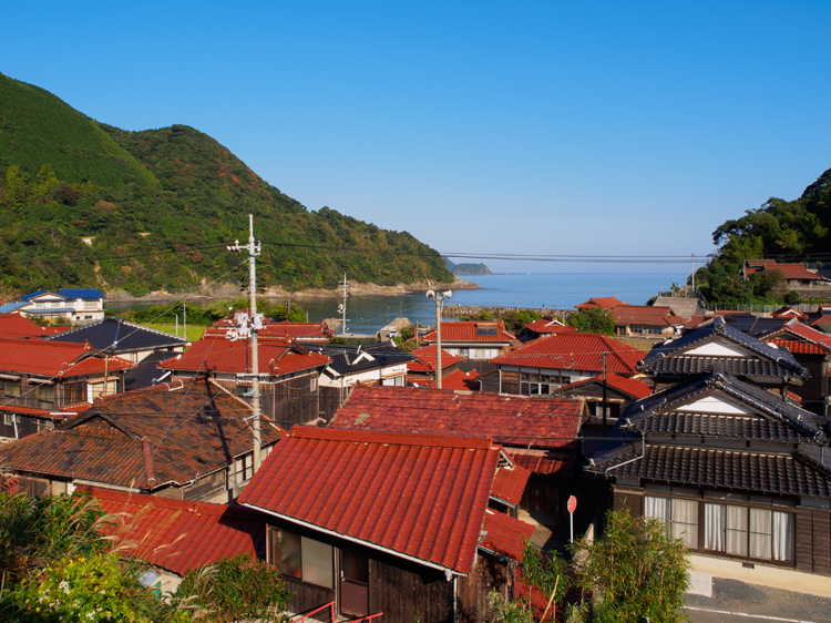 箱庭のような、スローな漁村の情景に出会う 山口県・飯井駅