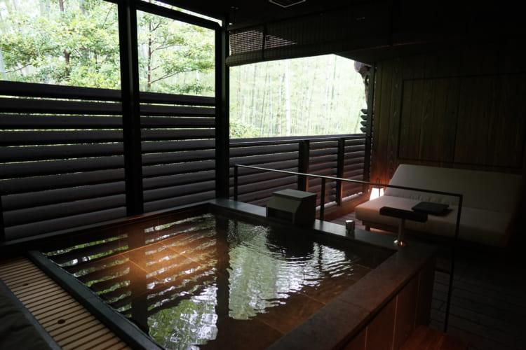 テラスの温泉