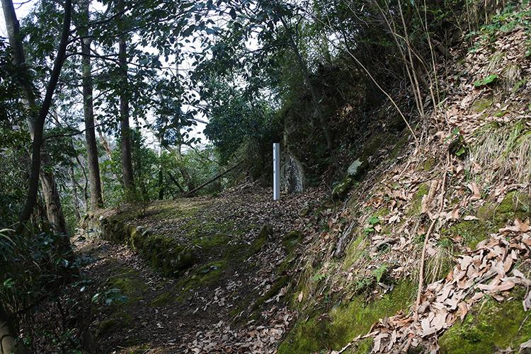 吉川経家ゆかりの福光城と、400年続く「福光石」石切り場