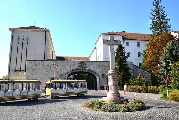 オーストリア・ハンガリー帝国最後の皇太子の心臓が眠る大修道院 ハンガリー・パンノンハルマ