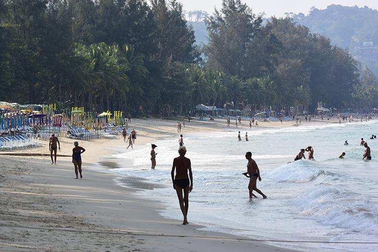 注目のカマラビーチと「007」の島 タイ・プーケットとパンガー湾